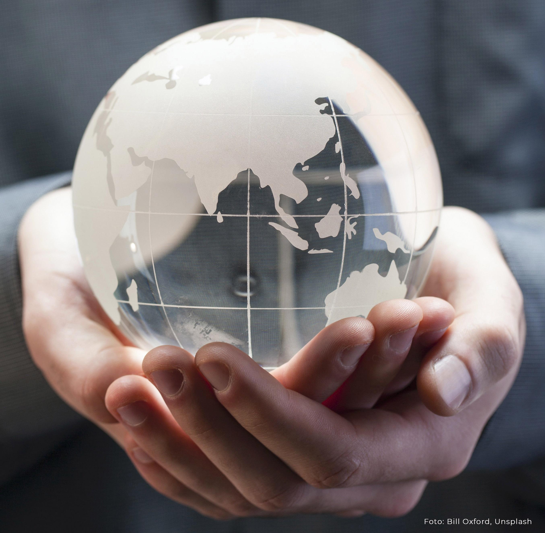 hands_globe_credits